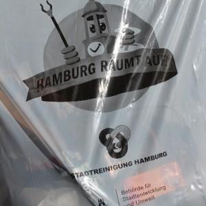 Zahlreiche Säcke wurden von den Saselrinnen und Saselern mit umherliegenden Müll gefüllt.