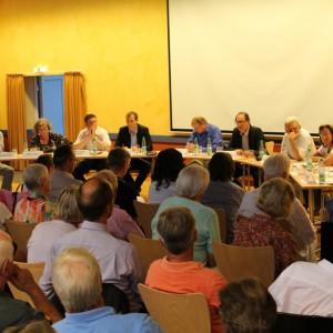 Über 250 Anwohnerinnen und Anwohner diskutierten angeregt mit.