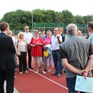 Dennis Thering kam vor Ort mit den Eltern und Mitgliedern des TSC Wellingsbüttel ins Gespräch.