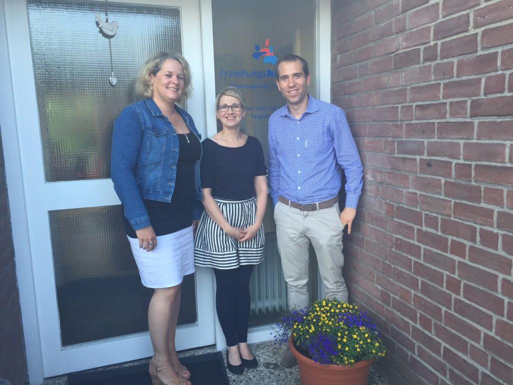 Annabell Schuppli (Verwaltungsleiterin), Birthe Ehlers (Familienhebamme) und Dennis Thering
